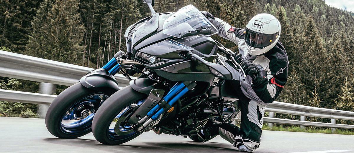 Yamaha Niken in piega ginocchio a terra
