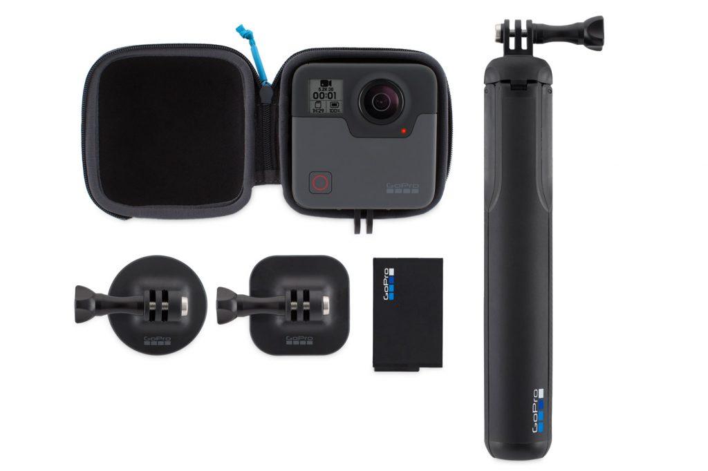 La GoPro Fusion con il suo bundle di accessori