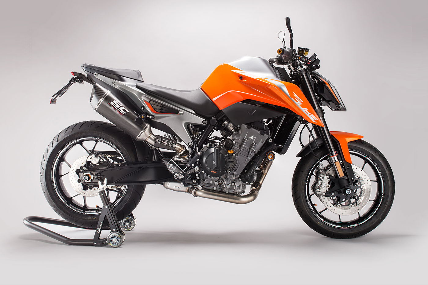 La KTM 790 Duke accessoriata da LighTech