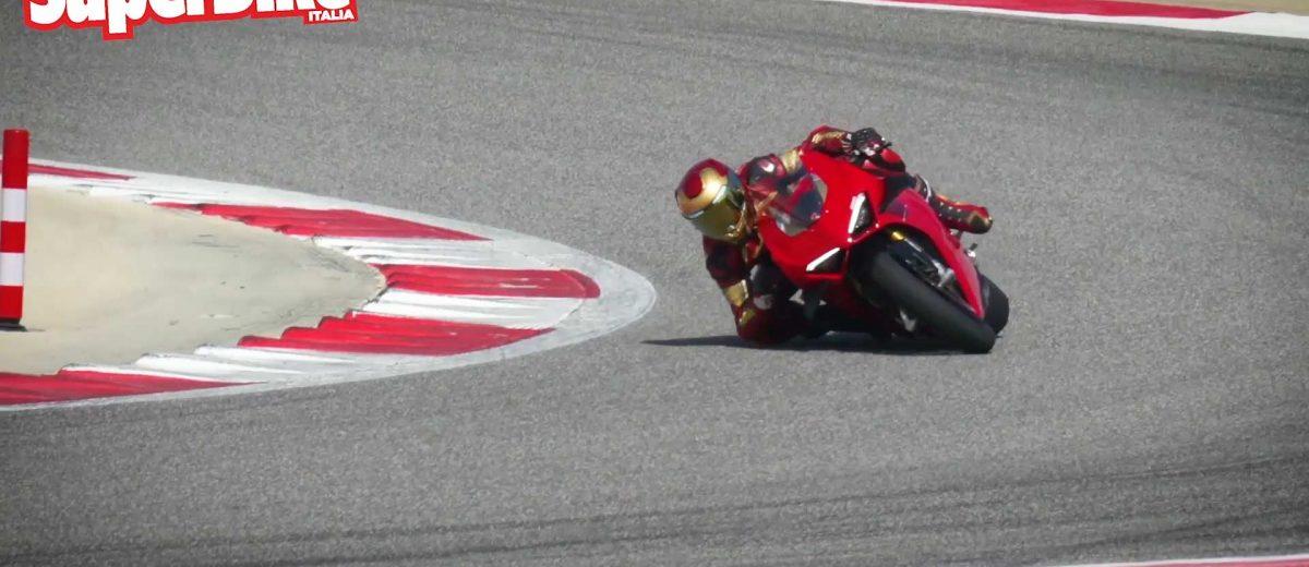 Aigor gomito a terra sulla Ducati Panigale V4S 2020